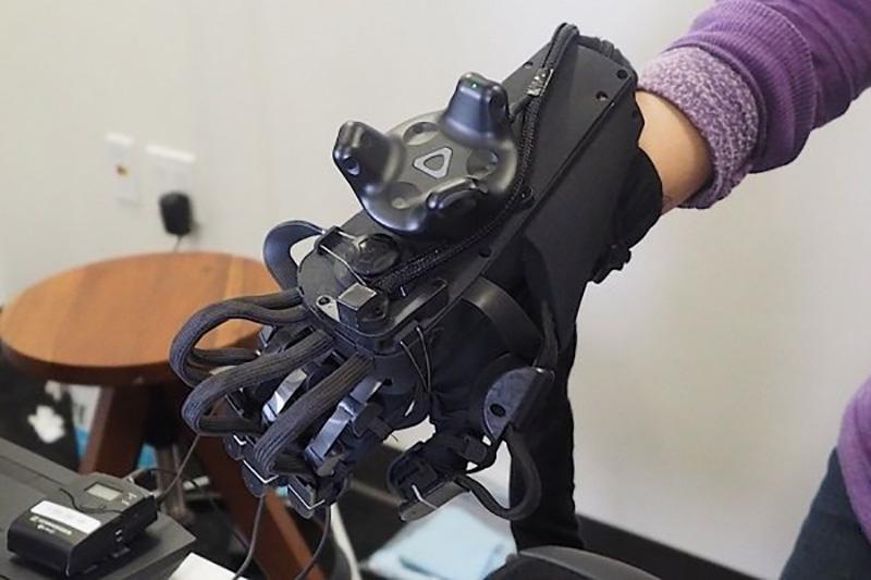 دستکش واقعیت افزوده دستانتان را به دنیای مجازی می برد
